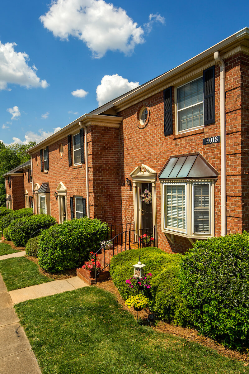 Strawberry Hill Townhomes And Apartments In Charlotte Nc