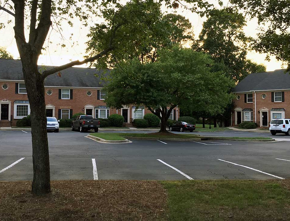 strawberry-hill-apartments-charlotte